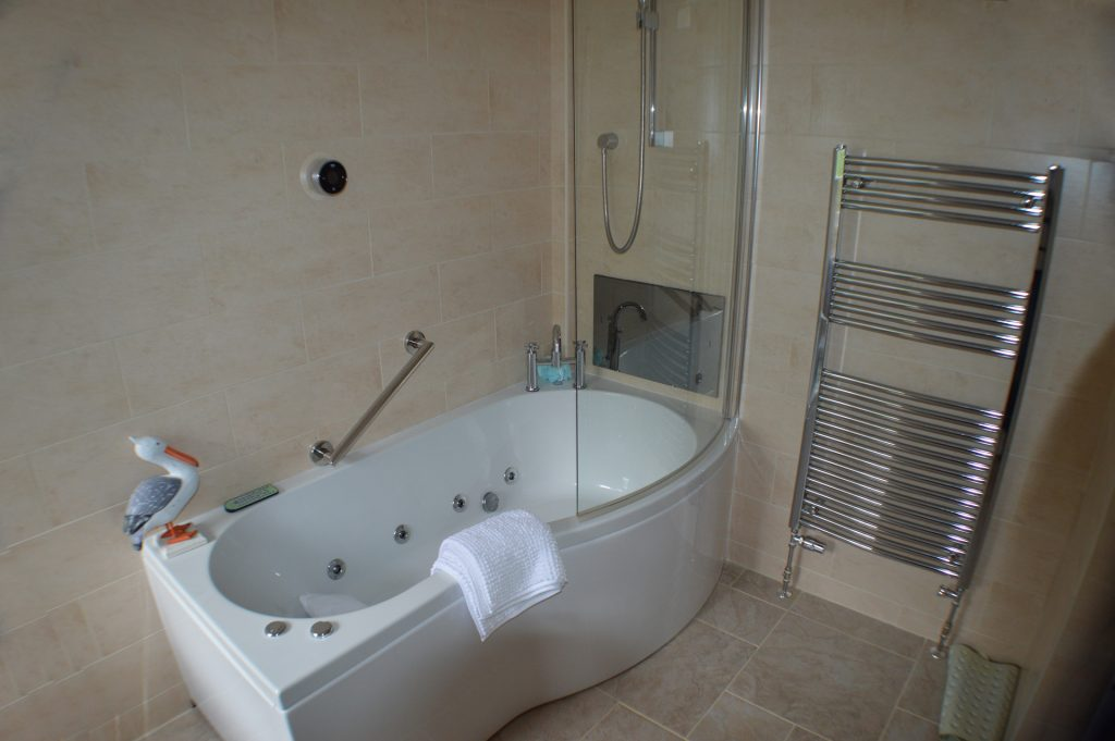 Master Guestroom Ensuite with Jacuzzi, Power Shower and TV in Bath