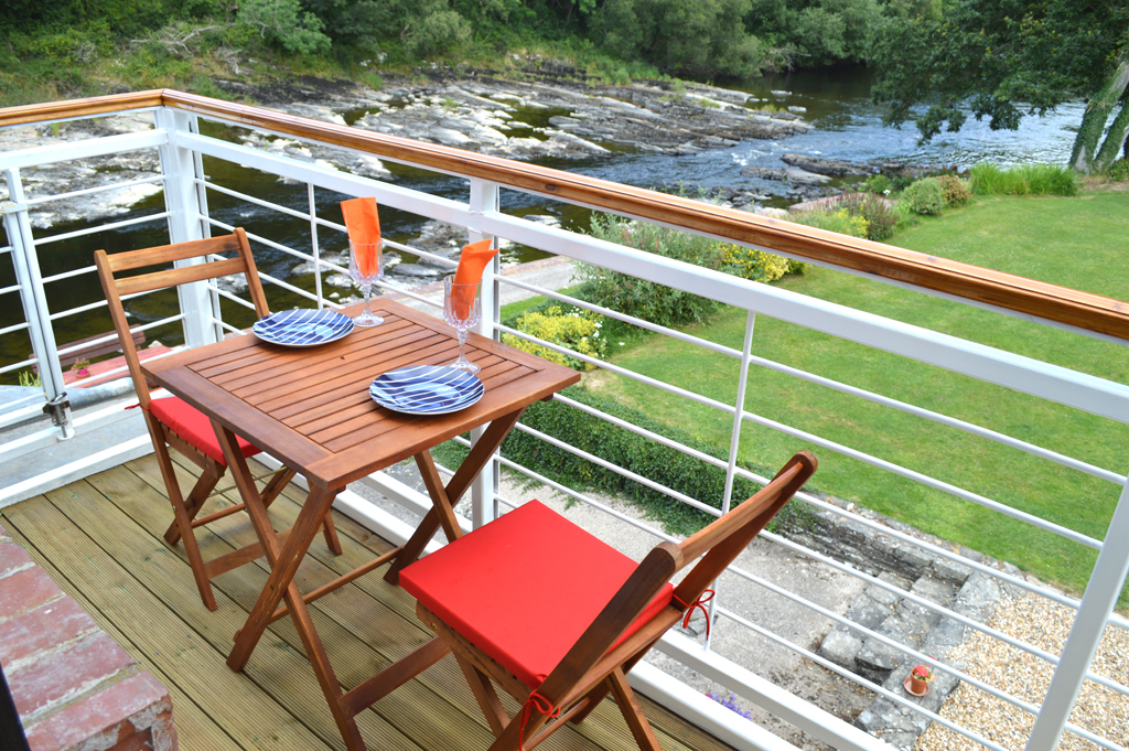 Family Room Balcony Looking Down At The Majestic River Wye
